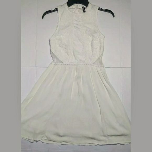 H&M Dresses & Skirts - H & M Divided Ivory Top Lace Dress Size 4